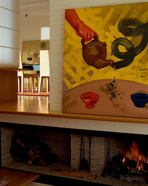Dining Room「View of a painting kept on a mantel」:写真・画像(3)[壁紙.com]