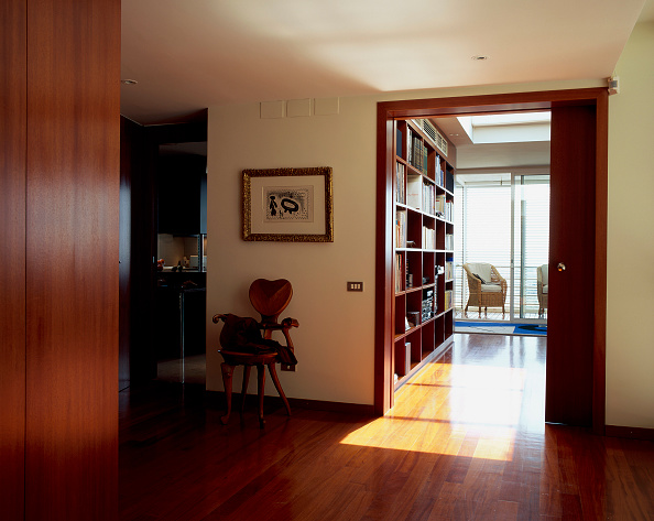 Hardwood Floor「View of a passageway leading to library」:写真・画像(4)[壁紙.com]