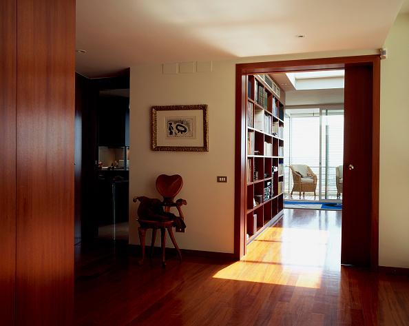 Hardwood Floor「View of a passageway leading to library」:写真・画像(2)[壁紙.com]