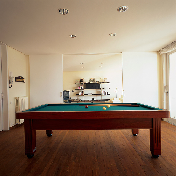 Table「View of a pool table under the spotlights」:写真・画像(13)[壁紙.com]