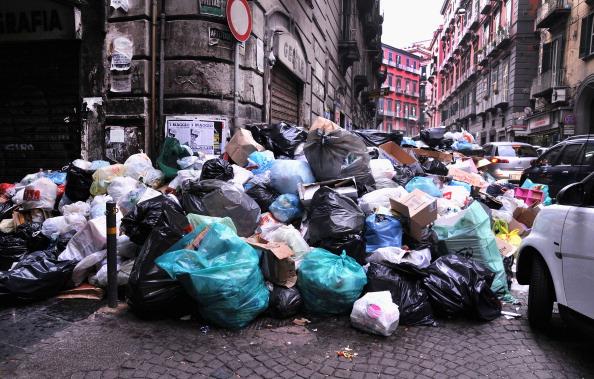 Crisis「Garbage Crisis In Naples Continues」:写真・画像(18)[壁紙.com]
