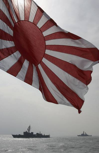 Prime Minister Abe Attends Naval Fleet Review:ニュース(壁紙.com)