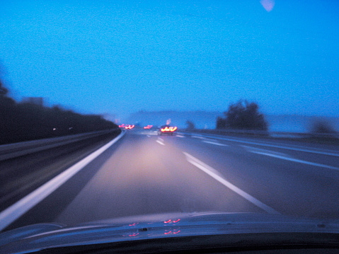 Dividing Line - Road Marking「Foggy dangereous driving on the german autobahn」:スマホ壁紙(6)