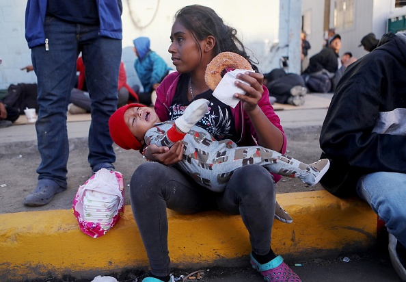 Refugee「Immigrant Caravan Members Gather At U.S.-Mexico Border」:写真・画像(4)[壁紙.com]