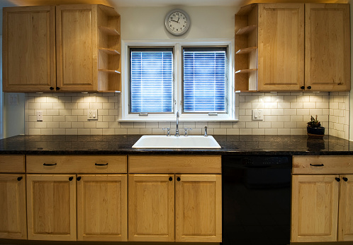 Tile「Small kitchen space with two small windows」:スマホ壁紙(11)