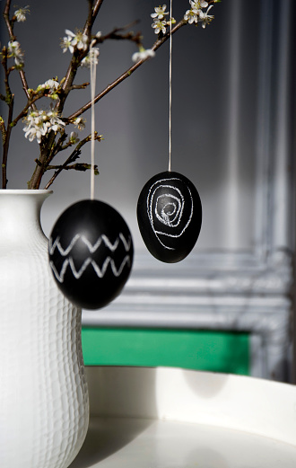 Chalk - Art Equipment「Two Easter eggs painted with blackboard paint and chalk hanging on blossoming twig」:スマホ壁紙(18)