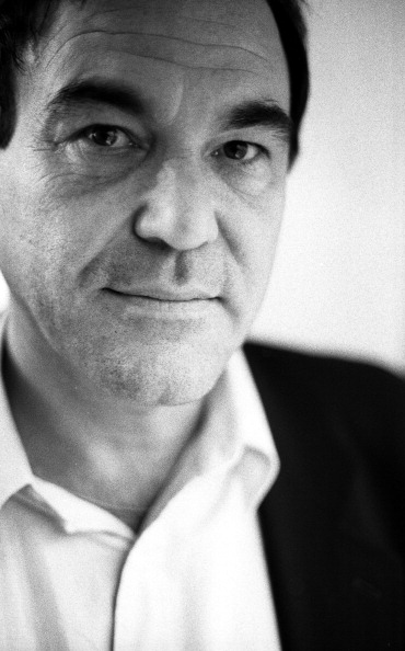 縦位置「Oliver Stone London 1994」:写真・画像(14)[壁紙.com]