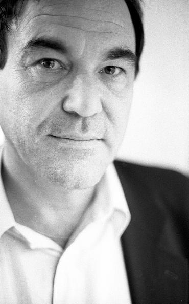 Vertical「Oliver Stone London 1994」:写真・画像(16)[壁紙.com]