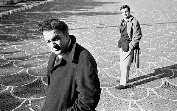 Two People「Film director Federico Fellini with actor Marcello Mastroianni in EUR Rome, 1962」:写真・画像(1)[壁紙.com]