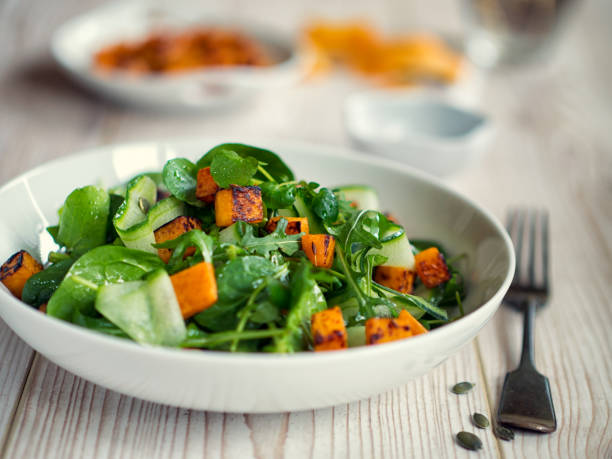 Healthy green salad with roasted butternuts squash:スマホ壁紙(壁紙.com)