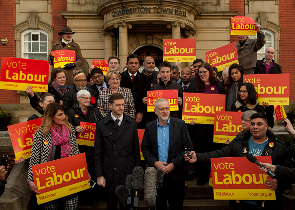 Large Group Of People「The Labour Party Win The Oldham West And Royton By-election」:写真・画像(4)[壁紙.com]