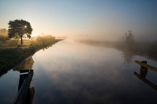 月「ネベル ユーバー dem Ems 玉運河備 Sonnenaufgang。」:スマホ壁紙(8)