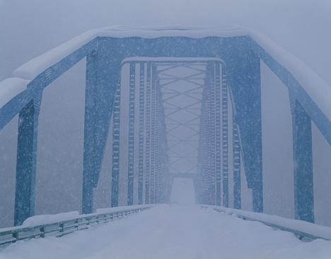 吹雪「Bridge on snowy day, Gifu Prefecture, Japan」:スマホ壁紙(6)
