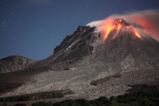 Active Volcano「Glowing lava dome during eruption of Soufriere Hills volcano, Montserrat, Caribbean.」:スマホ壁紙(12)