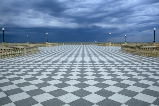 Town Square「Checked Boardwalk Promenade by the Sea」:スマホ壁紙(8)