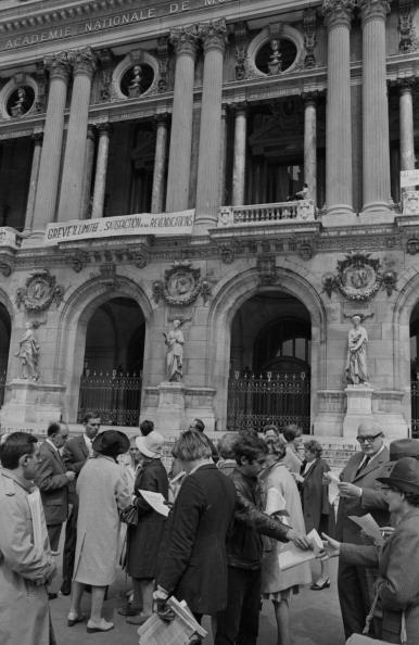 Reg Lancaster「French Riots」:写真・画像(12)[壁紙.com]