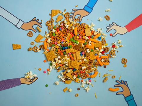 Choosing「Messy Pile Of Snack Foods」:スマホ壁紙(4)