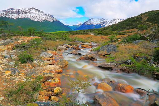 Andean Highlands「River and Idyllic Andes landscape, Ushuaia - Tierra Del fuego, Argentina」:スマホ壁紙(9)