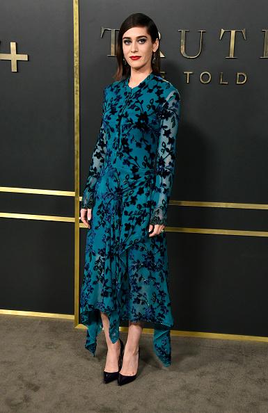 "Floral Pattern Dress「Premiere Of Apple TV+'s ""Truth Be Told"" - Arrivals」:写真・画像(9)[壁紙.com]"