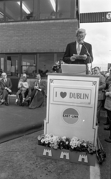 City Life「Taoiseach Garret Fitzgerald Opening a Toll Bridge 1984」:写真・画像(5)[壁紙.com]