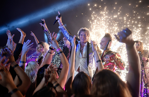 David Becker「Sir Rod Stewart and DNCE Perform from Las Vegas for the 2017 VMAs」:写真・画像(10)[壁紙.com]