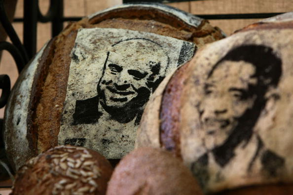 Loaf of Bread「Bay Area Bakery Stencils McCain And Obama Faces Onto Bread」:写真・画像(19)[壁紙.com]