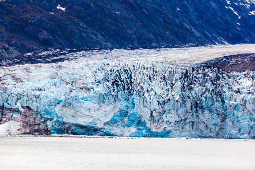 Glacier Bay National Park「The face of a glacier entering the sea at the mouth of Johns Hopkins Inlet of Glacier Bay, Alaska, USA - Viewed from a cruise ship sailing the Inside Passage」:スマホ壁紙(4)