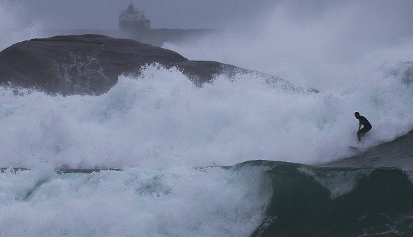 Wave - Water「Winter Swells Bring Big Waves To Rio De Janeiro」:写真・画像(19)[壁紙.com]