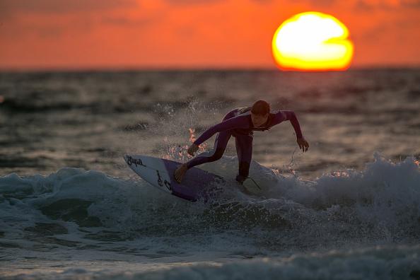 サーフィン「Summer Crowds Enjoy The Surfing In Cornwall」:写真・画像(12)[壁紙.com]