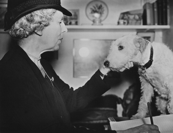 Fred Morley「Maria Dickin And Rescued Terrier」:写真・画像(14)[壁紙.com]