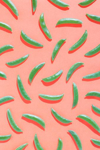 Vegetables「Sugar snap peas on red background」:スマホ壁紙(6)