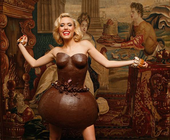 チョコレート「Lambertz Presents Choclate Dresses Prior To Annual Party」:写真・画像(3)[壁紙.com]