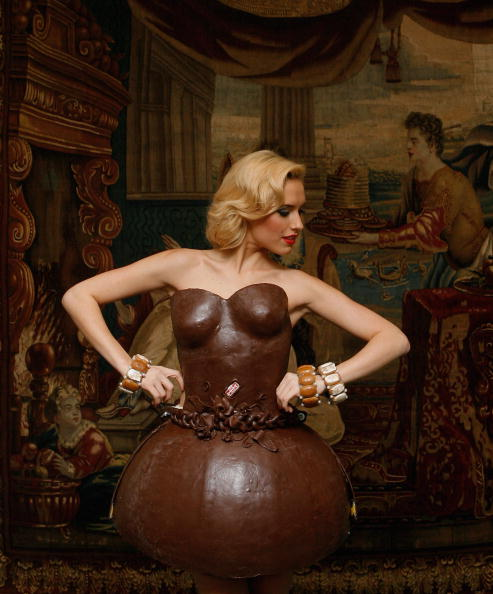 チョコレート「Lambertz Presents Choclate Dresses Prior To Annual Party」:写真・画像(13)[壁紙.com]