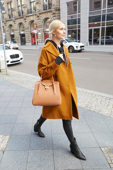 Orange Color「Lena Gercke Sighting In Berlin」:写真・画像(13)[壁紙.com]