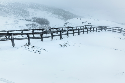 雪「Wooden bridge in mountains, Hokkaido, Japan」:スマホ壁紙(3)