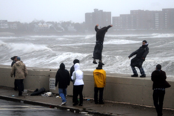 Wave「Hurricane Sandy Bears Down On U.S. Mid-Atlantic Coastline」:写真・画像(1)[壁紙.com]
