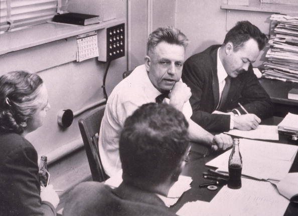 Decisions「Alfred Kinsey With His Staff 」:写真・画像(7)[壁紙.com]