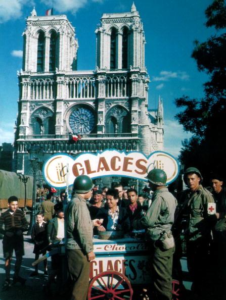 カラー画像「Americans At Notre Dame」:写真・画像(10)[壁紙.com]