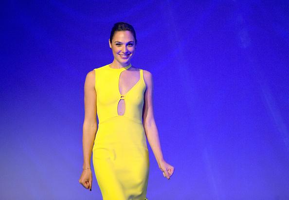 Gal Gadot「29th Annual Palm Springs International Film Festival Awards Gala - Awards Presentation」:写真・画像(19)[壁紙.com]