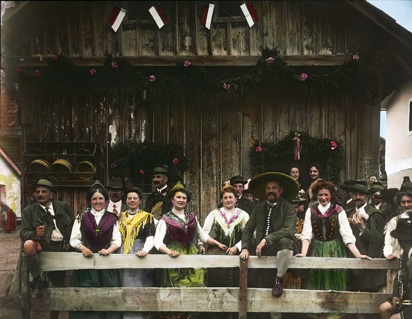 Salzkammergut「Feast of national costumes in the Salzkammergut. Upper Austria. Hand-colored lantern slide. Around 1910.」:写真・画像(0)[壁紙.com]