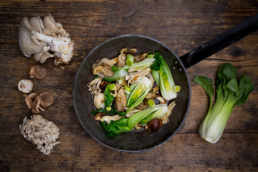 ヒラタケ「Stir-fry with Chinese cabbage, maitake, oyster and shitake mushrooms in pan」:スマホ壁紙(19)