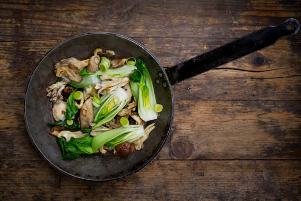 Stir-fry with Chinese cabbage, maitake, oyster and shitake mushrooms:スマホ壁紙(壁紙.com)