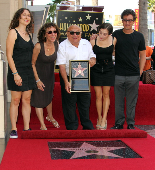 Family「Danny DeVito Honored On The Hollywood Walk Of Fame」:写真・画像(16)[壁紙.com]