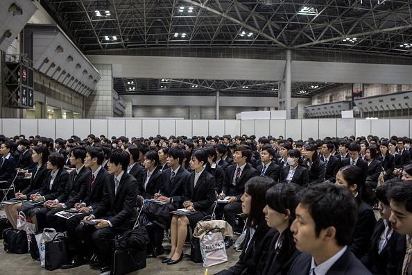 日本「College Students Attend Job Fair In Japan」:写真・画像(10)[壁紙.com]