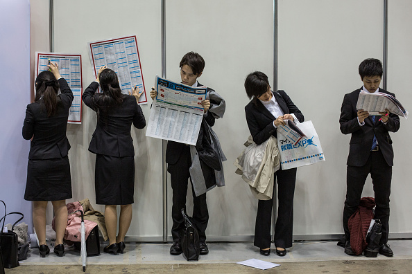 日本「College Students Attend Job Fair In Japan」:写真・画像(4)[壁紙.com]