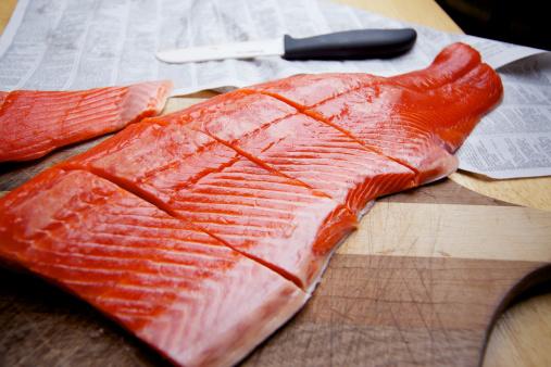 Human Hand「Wild Caught Salmon raw fillet on cutting board」:スマホ壁紙(7)