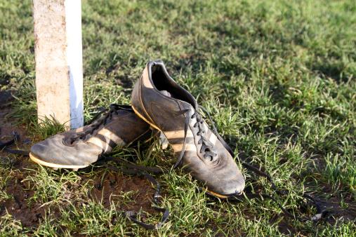 Wandsworth「Dirty football boots resting on a goal post」:スマホ壁紙(3)