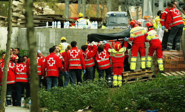Exploding「Madrid Train Blasts Cause Devastation」:写真・画像(1)[壁紙.com]