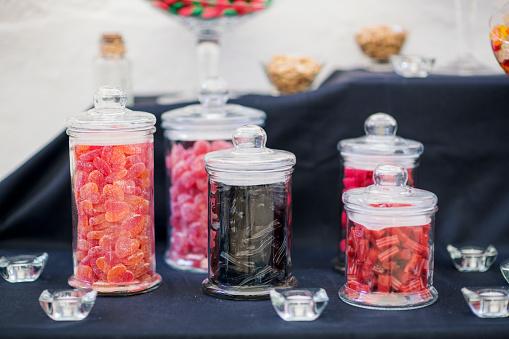 グミ・キャンディー「Candy bar table with jars of sweets」:スマホ壁紙(6)