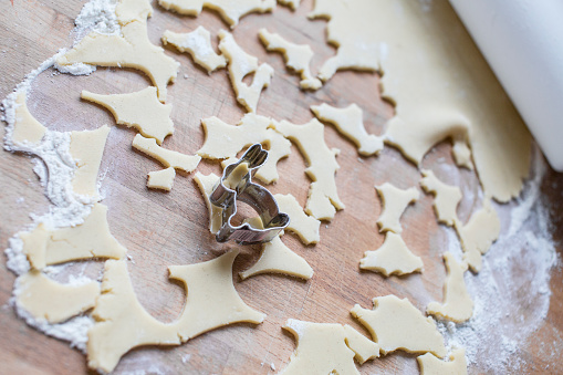 Easter Bunny「Bunny shaped cookie cutter and remains of dough」:スマホ壁紙(9)